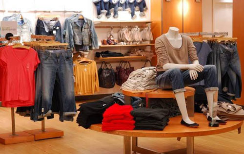 US RETAIL SECTOR FACES TROUBLED